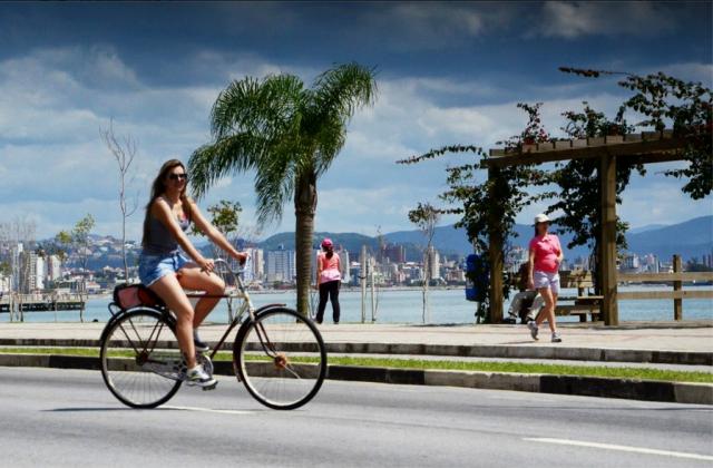 Sandra San Golin pedala todo dia.  Vai e volta do trabalho e do Yoga, ama pedalar!!!!
