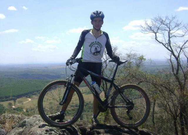 Pedro Henrique e sua bike! (foto enviada para Silvia Ballan em dez/2012)