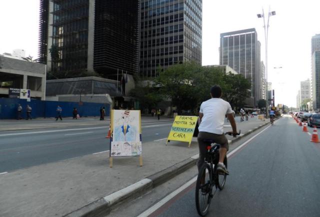 olha o Bruno pedalando na Av.Paulista!