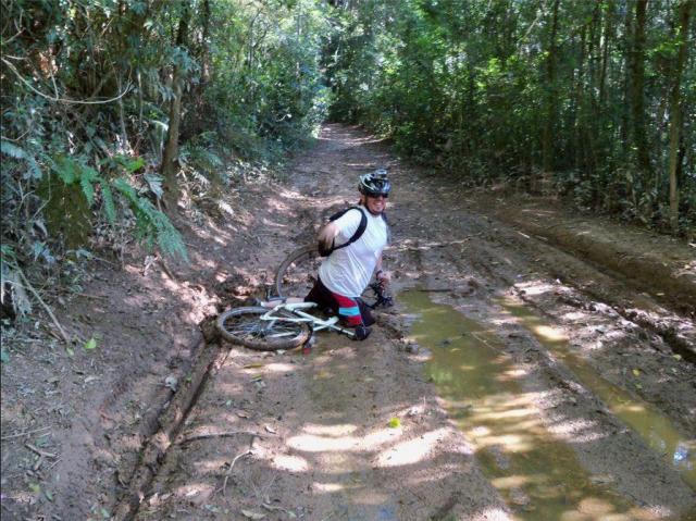 olha o Legribel Caneca da F.T.W Bike Team na areia movediça em Nazaré Paulista.