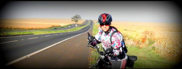 foto do Pedal da Janaina indo pra uma cidade visinha a Maringá, chamada Floresta no Paraná.
