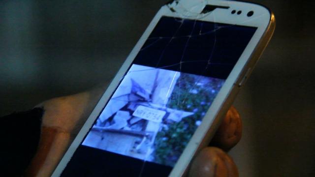 testemunha conta que o muro não dura 1 mês e me mostra foto da última Amarok com motorista embriagado, acertou o muro...