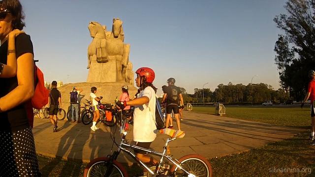 Lucia Pimenta, a Pimentinha (centro) . Ciclista querida pela turma da cidade de São Paulo inteirinha!
