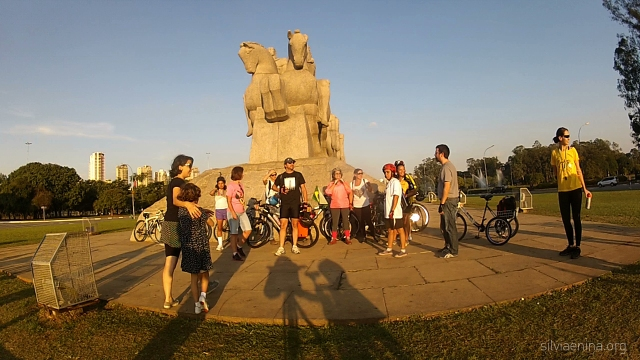 Grupo se prepara para foto de Ivson Miranda