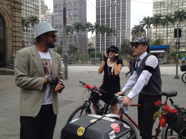 ciclistas se organizando...
