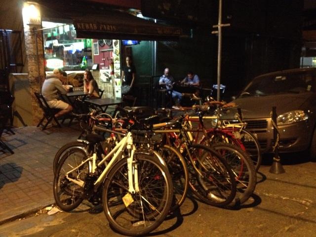 depois do pedal teve café e Kebab Paris