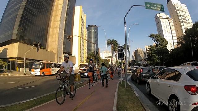 à frente Bike Anjo JP Amaral seguido pelos jovens lindos do Velame