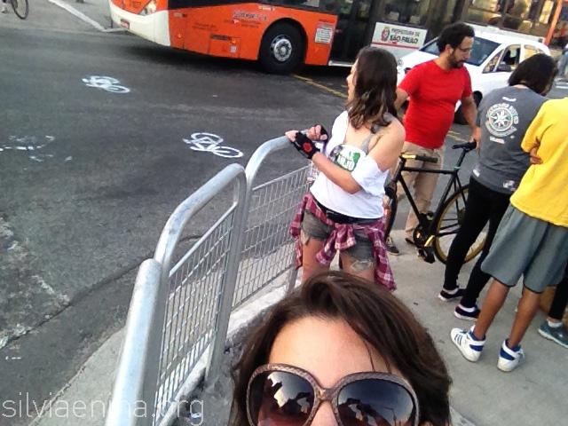 as primeiras bicicletinhas do dia :-) com apoio da galera do Greenpeace e seus stêncils