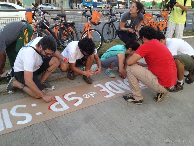 Bike Anjos e jovens fazem uma linda sinalização juntos!