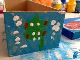Nina pintou caixinha