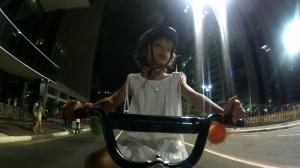 noite de ano novo e nina chegou pedalando