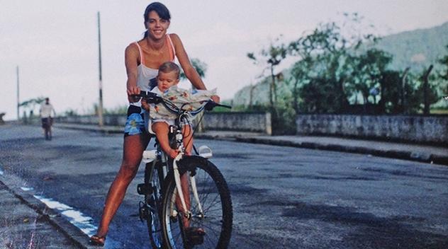 Eu e Bia em 1999, minha primeira cadeirinha