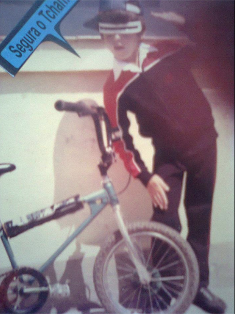 Israeldecamargo Tintones e sua BMX , sua 1ª bike!!!!! (foto enviada a Silvia Ballan em nov/2012)