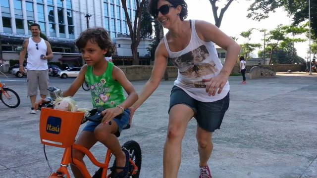 Silvia e Nina na EBA 2014 (Escola Bike Anjo) foto; Carlos Crow