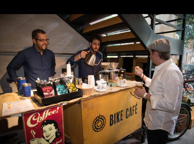 Roark e Cadu arrazando no Bike Café foto: T